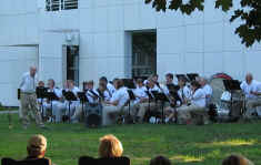 Picture of the whole barss and wind ensemble in front of the seminary